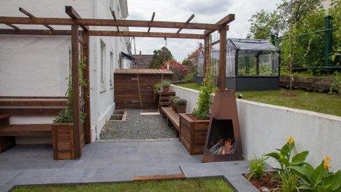 BYGG OG PLANT: Inviter familie eller venner på dugnad. Etter jobben nyter dere jobbinnsatsen sammen med en hagefest.