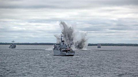 Fra øvelse Open Spirit 2016 i farvannet utenfor Litauen. Minesveiperne «Otra», «Rauma» og støttefartøyet «Olav Tryggvasson», samt Minedykkerkommandoen (MDK) bidro.