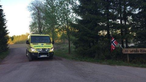 DØDE: Kvinnen i 50-årene døde av skadene hun ble påført av hesten som sparket henne i hodet mens hun leide den på Lefdals Rideskoles område på Barkåker. Bildet er fra en rideulykke som skjedde på samme område i fjor.