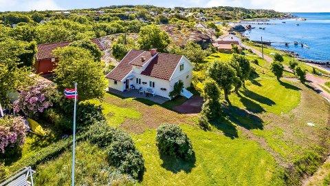 HELT SPESIELL: Eiendom har egen kystlinje i Røssesundet og sol hele dagen.