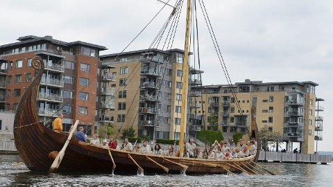 UVANLIG: På Sjøfartsdirektoratets bord må det være langt mellom farkoster håndbygget som nøyaktig kopi av et vikingskip. Foto: Harald Strømnes