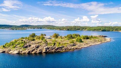 IDYLL: I én måned har den private øya Håholmen vært til salgs for 40 millioner kroner. Den ligger like utenfor kongens hytte på Mågerø.