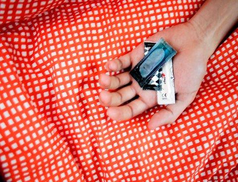 Bruk kondom, og har du ofte sex med forskjellige partnere, må du teste deg for gonoré hyppig, anbefaler Folkehelseinstituttet.