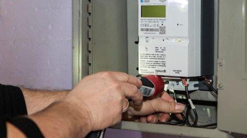 WATTMETER: De nye strømmålerne kan vise litt av hvert, blant annet hvor mange watt du til enhver tid bruker. (Illustrasjonsfoto)