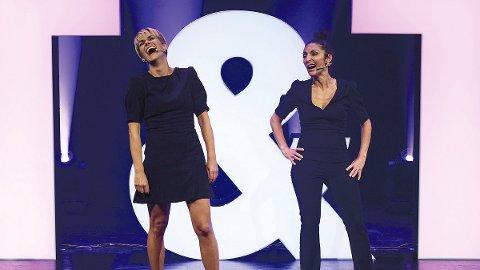 UOPPDRAGNE: I showet «Oppragelsesreise» demonstrerer Sigrid Bonde Tusvik (til venstre) og Lisa Tønne at det ikke er noe som ikke kan tulles med.