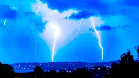 PANG: Det er ventet torden mandag ettermiddag.