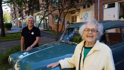 STERKT GJENSYN: Da Nils-Petter gravde i historien til sin gamle Opel, klarte han å spore opp Astrid Urbye som eide bilen i fra 1956 til 1980. Hun rakk akkurat en kjøretur i den nyrestaurerte bilen i august 2017 - tre måneder før hun gikk bort.