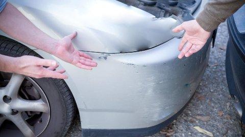 De første årene med elbil-vekst handlet det ofte om parkeringsbulker og andre små skader.