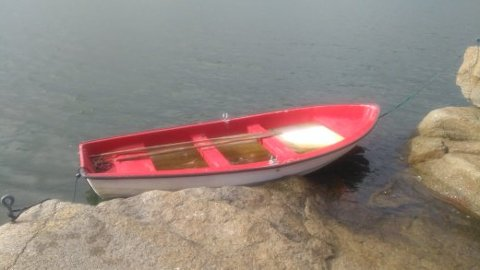 Det var denne jolla som ble funnet i Tønsbergfjorden tirsdag.