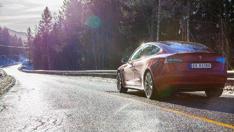 De 808 første Model 3-bilene kom på norske veier i februar i løpet av to uker. Det gjorde bilen til den nest mest solgte bilen i februar, bare slått av Golf. Foto: Magnus Blaker
