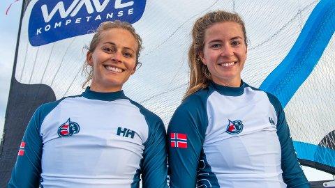 """TIL TOPPS: Marie Rønningen (t.h.) og Helene Næss fra Tønsberg Seilforening ble kåret til """"Årets Seilere"""" under den store seilerfesten på Tjuvholmen sist helg."""