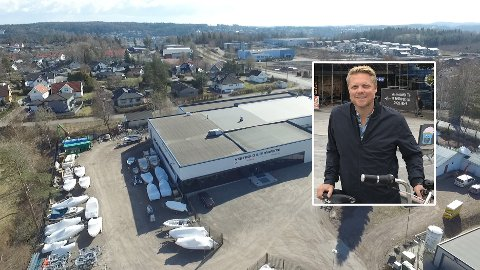 BYDELSSENTRUM: Der hvor disse byggene nå står, i Bekkeveien 200 og 202, planlegger Folksom AS og Coop Norge et bydelssentrum for innbyggerne på Vear.