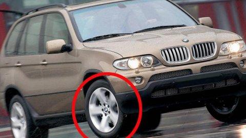VINTERDEKK HELE ÅRET: Svært mange norske bileiere kjører med vinterdekk gjennom hele sommersesongen. Det er ikke ulovlig, men gir bilen vesentlig dårligere egenskaper.