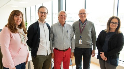 KIRKEVALG: Valgrådet i Tunsberg bispedømme er klare for å velge nye representanter til rådet.  Fra venstre: Hilde Nornes, Arnstein Hardang (leder), Kjell Guldvog Staalesen, Ole Martin Thelin (sekretær) og Mia Søderstrand Jensen.