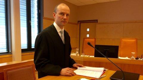 IKKE FERDIG: Førstestatsadvokat Tarjei Istad i Økokrim sier at etterforskningen pågår fortsatt. – Vi blir ikke ferdig før jul, sier han.