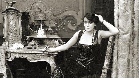 DEN FØRSTE KVINNELIGE FILMREGISSØREN: Alice Guy-Blaché lagde over syv hundre filmer gjennom karrieren sin. Dokumentaren «Be natural» om henne, er å finne på vårens filmklubbprogram.