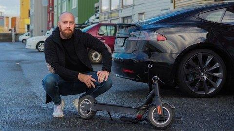 FARLIG: Thor Øyvind Torres Bergan fikk seg et ublidt møte med asfalten da styrestanga på elsparkesykkelen hans knakk tvert av.