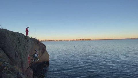 NISSESTUNT: Her gjør Martin Fuglstad seg klar til nissestuntet. Se hele videoen lenger ned i saken.