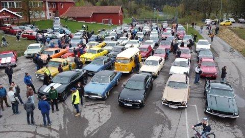 SAMLET: I forkant av kjøringen var det oppmøte på Høyjord skole. Det er denne samlingen Stølan ikke syns noe om.