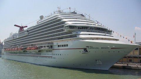 GIGANT:  Carnival Magic har over 1800 lugarer og kan ha over 6000 passasjerer ombord.