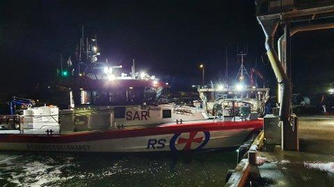 Redningsskøyta Horn Rescue rykket ut til hendelsen. Her har fiskebåten lagt til kai.