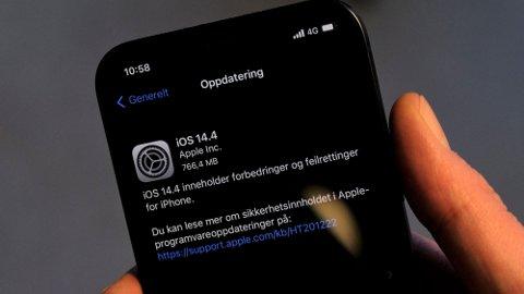 HASTER: Den nye oppdateringen, iOS 14.4, bør installeres så fort som mulig. Foto: Trond Lepperød (Nettavisen)