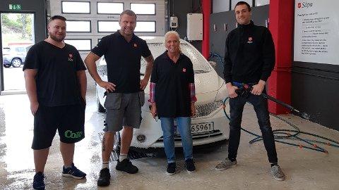 STÅR PÅ: Didrik (f.v.), Henning og Jørgen er tre av karene som bruker tilbudet hos Såpa bilvask til å komme seg på beina igjen.