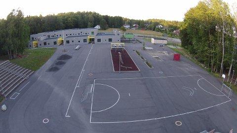 BARN LEKTE «Squid Game»: Det var ved Brattås skole at en lærer observerte barn på mellomtrinnet leke en versjon av rødt lys som gikk ut på «å drepe» den som beveget seg ved fiktiv skyting.