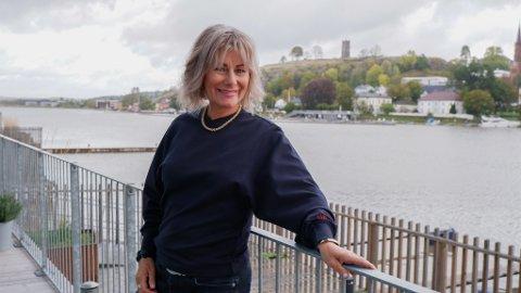 GLEDER SEG: Festivalnabo Wendy Loren mener neste års Slottsfjellfestival vil være et positivt bidrag til liv i byen.