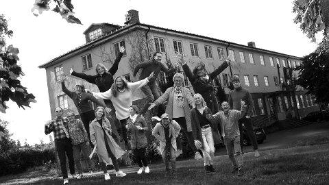 JUBILERER: Olsgaard Atelierfellesskap har holdt sammen i ti år nå. Sånt blir det full fest av.