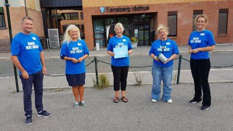 AKSJONKOMITEEN: f.v. Ketil Teigen, Anne Rygh Pedersen, Unni Bu og Marianne Fjellheim. Helt til høyre, Vibeke Ravndal fylkesaksjonsleder for TV-aksjonen i Vestfold og Telemark.