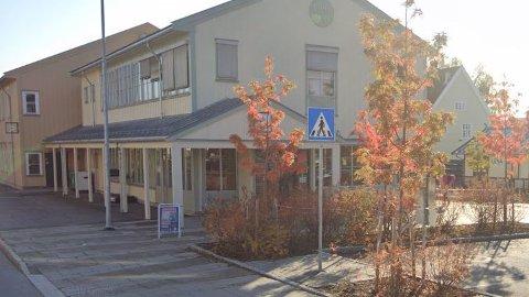 VAKSINERING: Det gamle postbygget skal brukes til «vaksine-stasjon». Vinmonopolet holdt til her før Rådhustorget ble bygget.