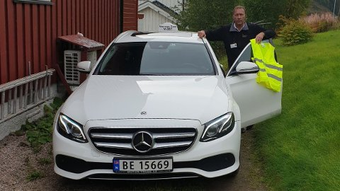 Drosjeksjåfør Bjørn Atle Molvik i Malm var nær ved å kjøre på to mørkkledde barn uten refleksvest.