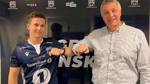 OFFISIELT: Sander Kartum er klar for Kristiansand BK og Eliteserien.  Her i ny drakt sammen med sportslig leder Terje Wiik.