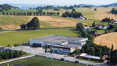 25.000.000: Denne næringseiendommen ved Reemyra stadion på Skogn i Levanger er solgt for 25 millioner kroner fra Vevle Eiendom As til Levanger Traktor Og Eiendom As.