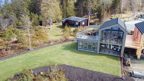 Nord-Trøndelags dyreste hytte som for øyeblikket er til salgs. Prisantydning kr. 5 190 000 kroner, og med et bruksareal på 106 kvadratmeter. Beliggenhet rett ved sjøen.