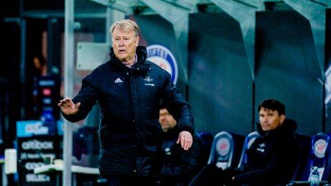 IKKE HELT FORNØYD: RBKs trener Åge Hareide likte ikke alt han fikk se i søndagens Eliteserie-premiere. Foto: Stian Lysberg Solum (NTB)
