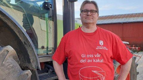 FRAMTIDA: Ola Fiskvik (48) er kornbonde og drifter over 700 dekar med korn i Skatval i Stjørdal. Slik situasjonen i landbruket er nå, uroer han seg for å la barna arve gårdsdriften. – Det er så dårlig at vi kvier oss for å overlate gårder til neste generasjon, sier han.