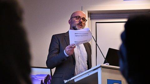 Rådmann Jarle Bjørn Hanken legger frem forslag til 2020-budsjett og økonomiplan 2020-2023.