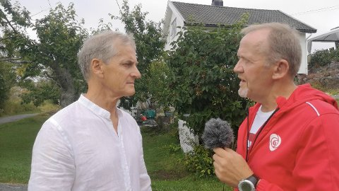 Jonas Gahr Støre ga Arbeiderpartiets ordførerkandidat i Tvedestrand, Vidar Holmsen Engh, gode råd og tips.