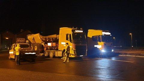 Etter tips fra vegvesenet og en trafikkant ble disse to sterkt overlastede trailerne  stanset av UP ved Stoa i går.
