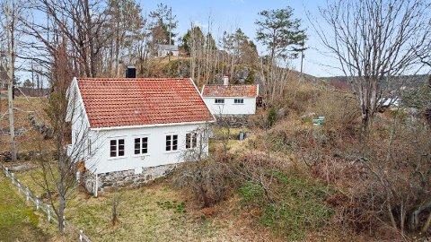 Renoveringsobjekt: Eiendommen har adresse Skauen, og ligger sjønært til ved Eikelandsfjorden.