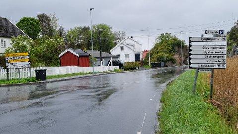 Bokhotellet har skiftet navn til Hotel Lyngørporten og vil gjerne at riktig navn står på skiltene. Det kan ta tid. Foto: Frode Gustavsen