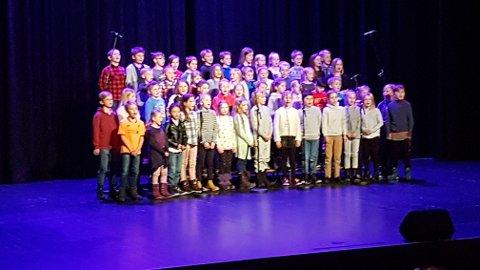Sangkor: Fjerdeklassingene ved Nord-Aurdal barneskole synger her av full hals, låta til Ørnulf Dyve.