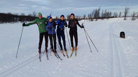 Familien Fjogstad på skitur i Bjødnhøvdløypa, som er deres yndlingsløype.