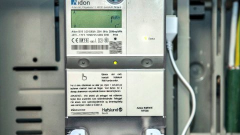 Tidsfrist: Innen 2019 skal alle norsk hjem være utstyrt med automatiske strømmålere (AMS-målere). Data fra målerne skal samles i Elhub, noe som skal gi forbrukerne fordeler som bl.a. samlet faktura for nettleie og strøm.