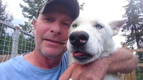 Redde: - Hundene blir veldig skremt av de voldsomme spregningene så tett på kennelen, sier Jens Ulrik Rasmussen ved Valdres Villmarksenter.
