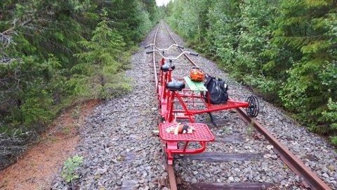Dresin:AS Valdresbanen/Nye Valdresbanen har lagt ved et bilde som viser hvordan sporet ser ut på den den delen av de 12 kilometrene som ligger i pukkballast.