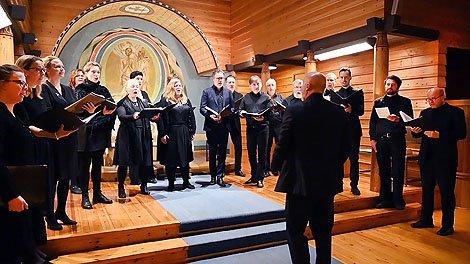 Valdres kammerkor i Begnadalen kirke. Foto: Arne G. Perlestenbakken