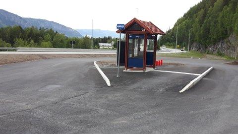 Nytt busskur: Ved det nye busskuret på Bjørgo blir det både sykkelstativ og parkering for bilar.